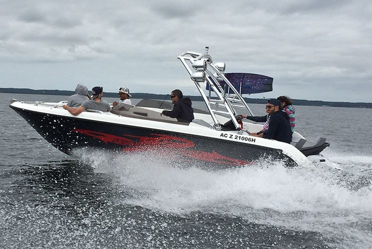 Combine recreational boating and water sports with the Sealver Wave Boat 656